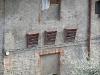 San Gimignano, cosa sono quelle cose sopra la porta?