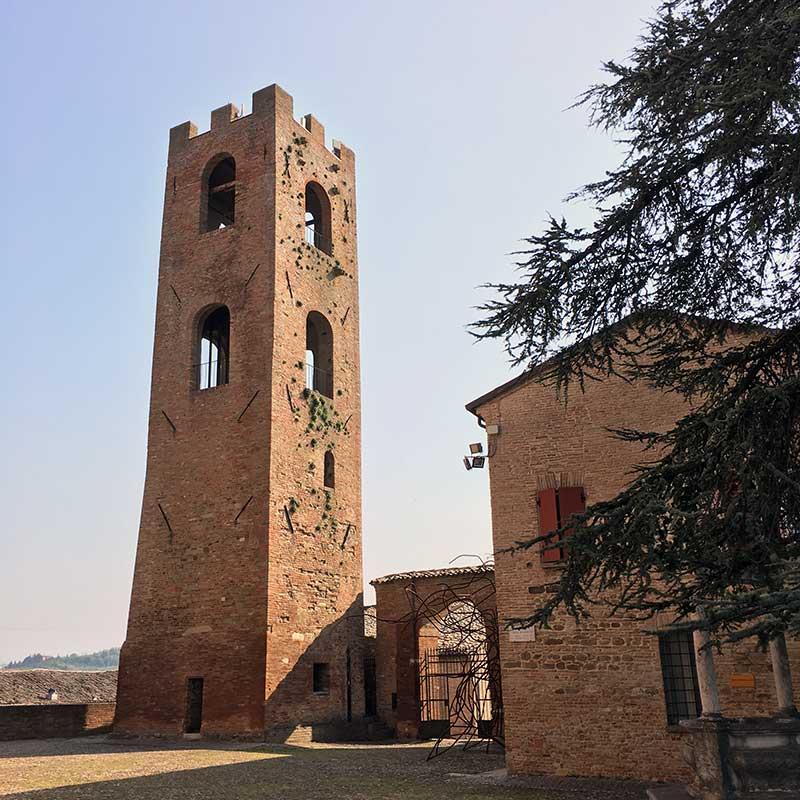 Roncofreddo, FC, emilia romagna, vista torre dalle mura