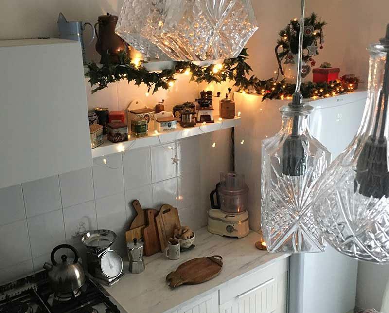 La cucina ikea a Natale: nuove ante e maniglie e nuovo lampadario