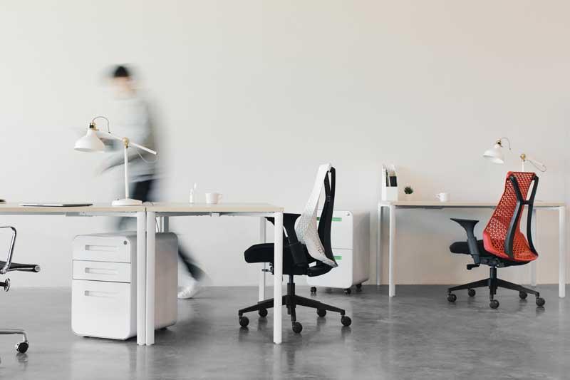 ufficio con scrivanie, simbolizza marginal gains lavoro