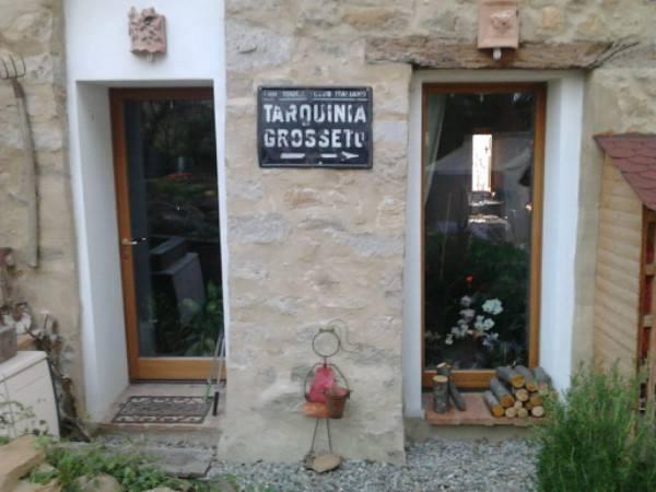 casa restaurata nel borgo di castel merlino, monzuno