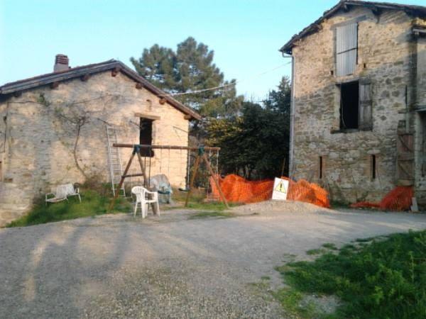casa da restaurare nel borgo di castel merlino, monzuno