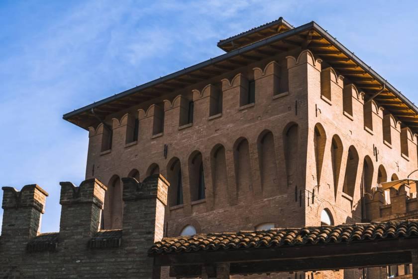 Ciclovia del Sole: castello dei Pico a Mirandola