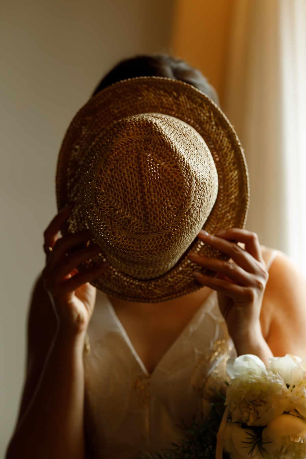volto dietro un cappello, come vedo io i volti