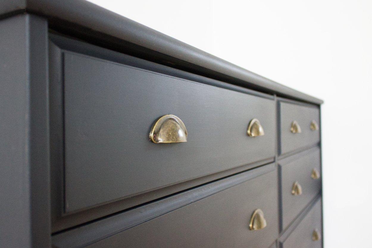 nuove vecchie maniglie per la cassettiera: vintage in ottone